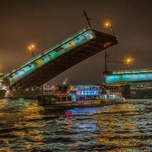 Литейный мост в Санкт-Петербурге
