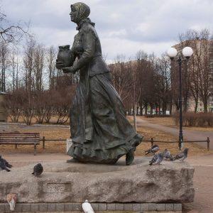 Памятник Охтенской молочнице