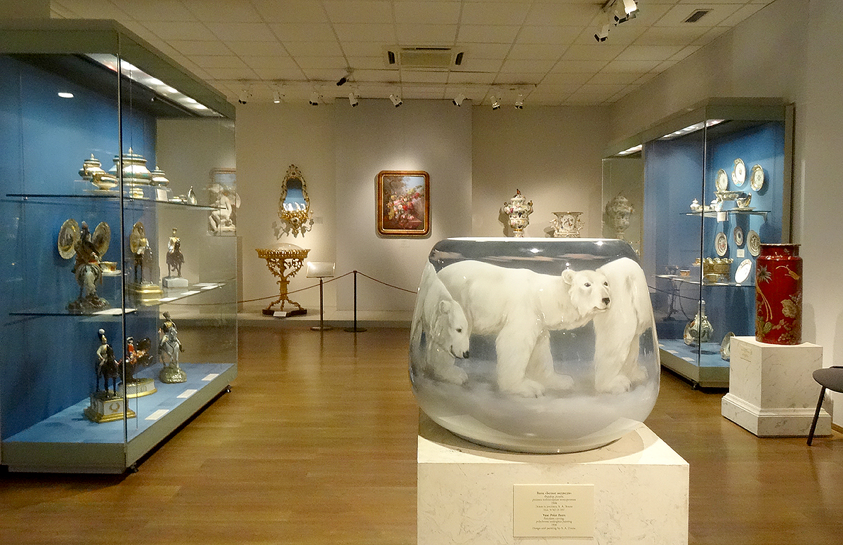 "Ваза ""Белые медведи"" 1906 г. в музее Императорского фарфора"