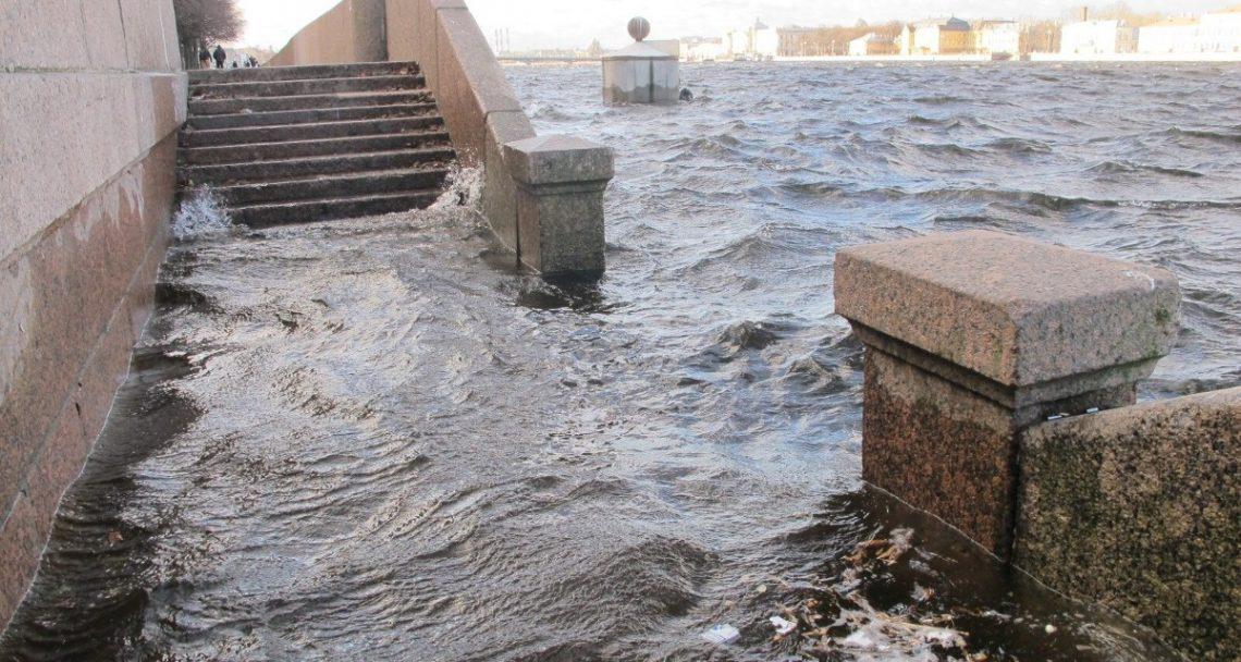 Подтопление набережной в Санкт-Петербурге