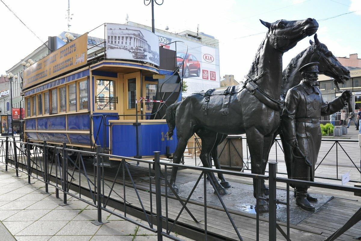 Памятник конно-железной дороге в Санкт-Петербурге