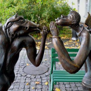 Необычные скульптуры во дворе СПбГУ