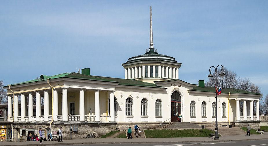 Железнодорожный вокзал в Павловске