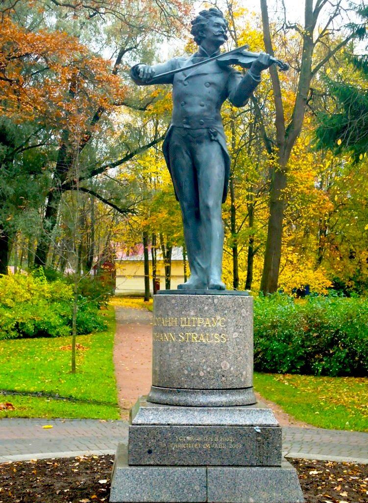 Памятник Иоганну Штраусу в Павловске