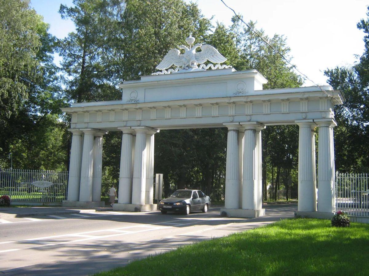 Николаевские ворота в Павловске