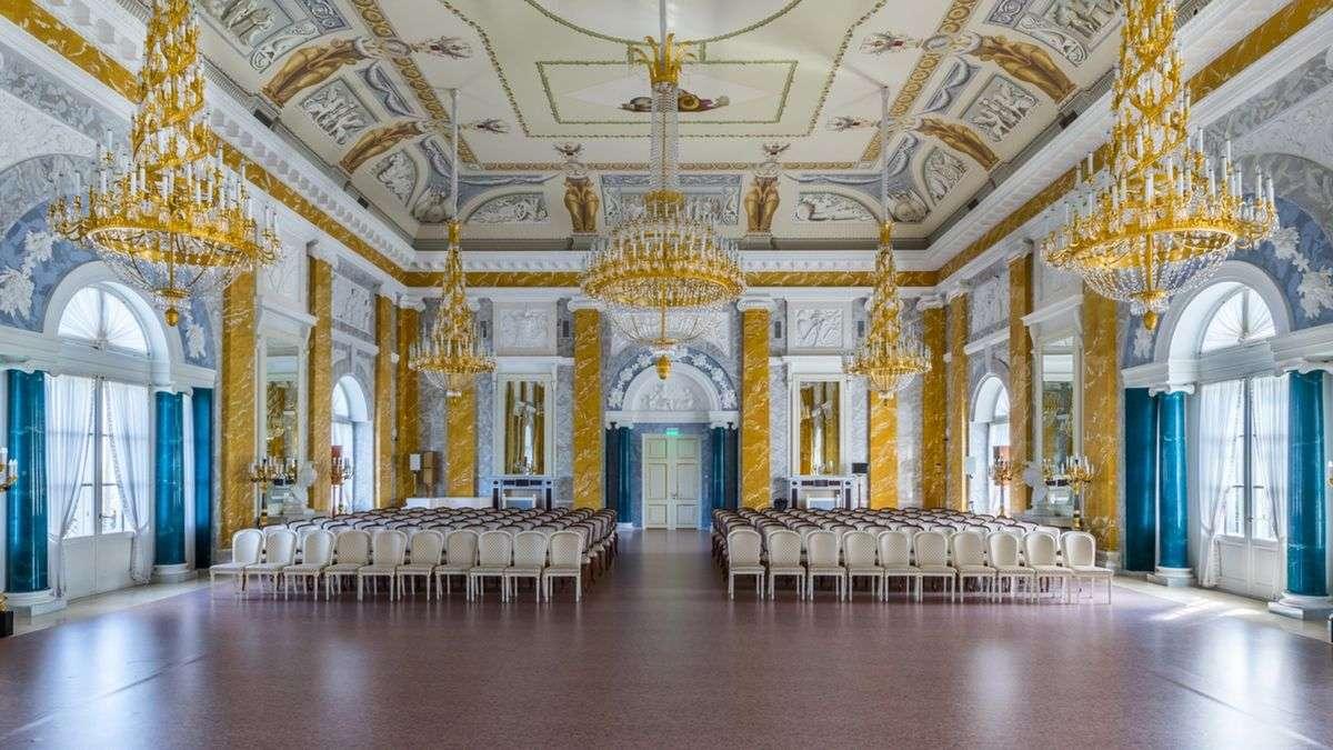 Мраморный зал в Константиновском дворце