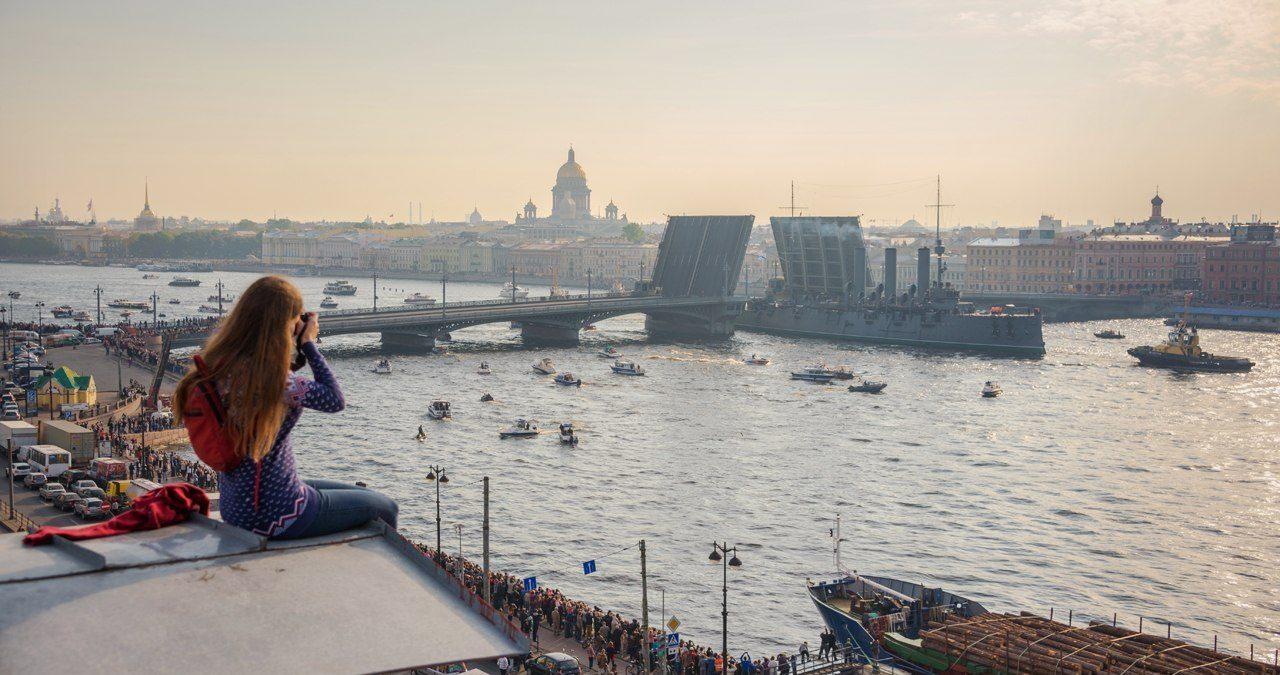 Два символа Петербурга: крыши и разводные мосты