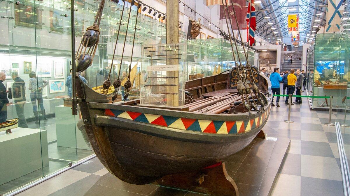 Ботик Петра Первого в музее ВМФ Санкт-Петербург