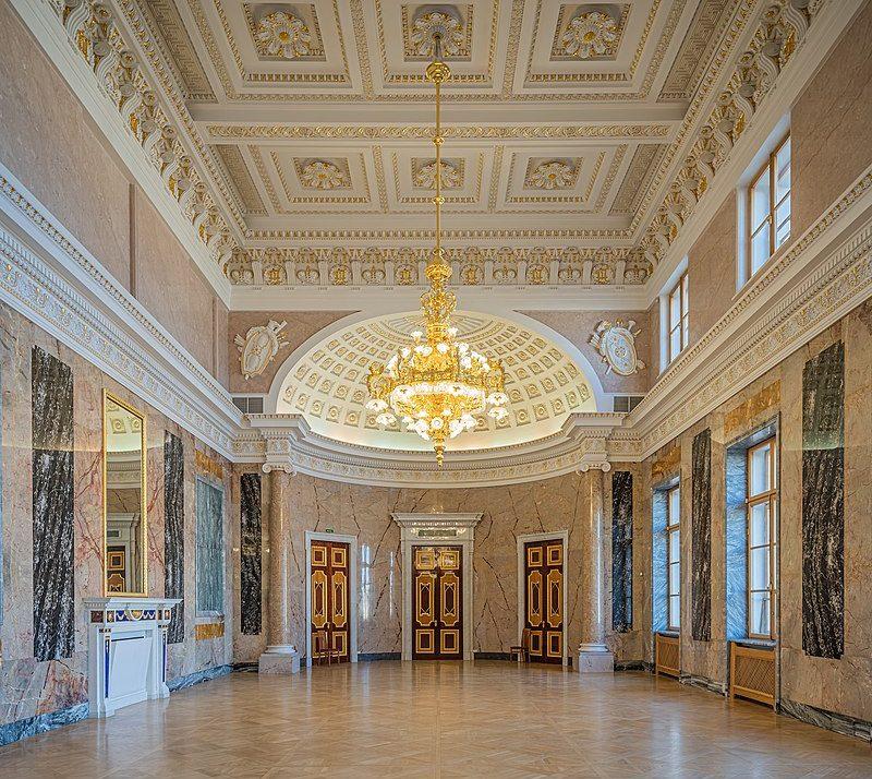 Мраморная галерея в Михайловском замке