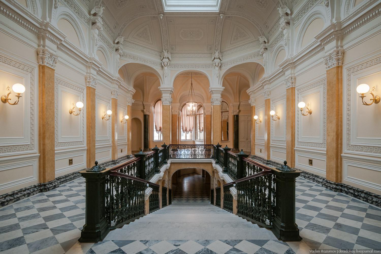Мраморная лестница в Гатчинском дворце
