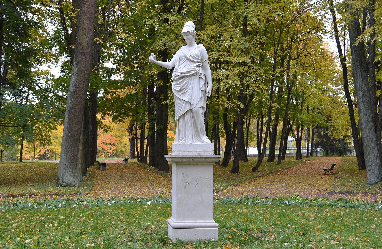 Статуя Афины в Гатчинском парке