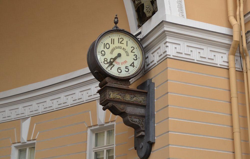 Часы арки Главного штаба (часы Менделеева)