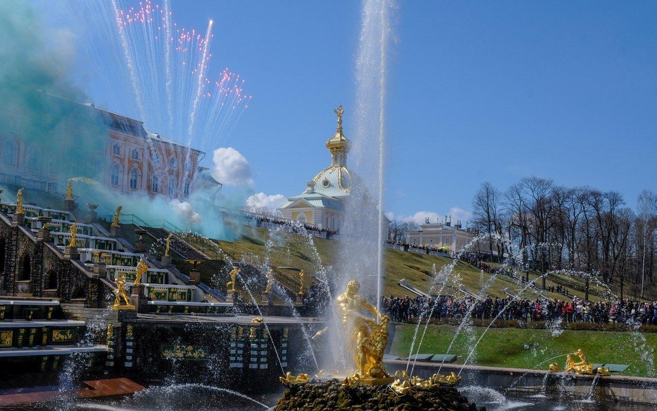 Открытие фонтанов Петергофа