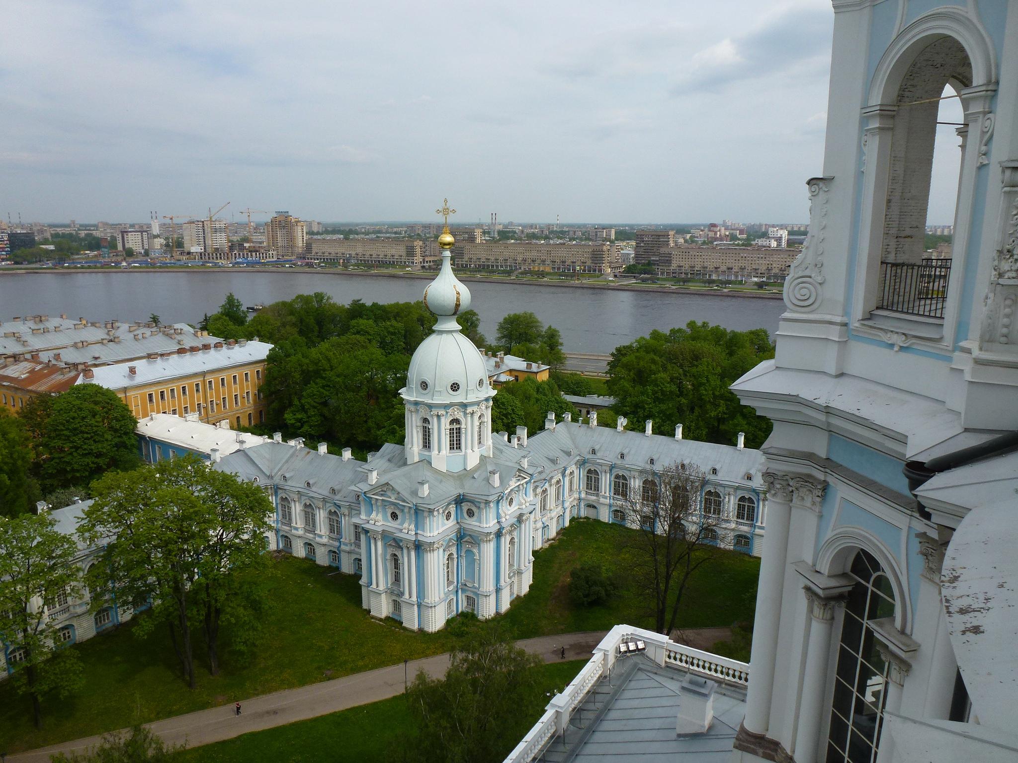 Вид из смотровой площадке на звоннице Смольного собора