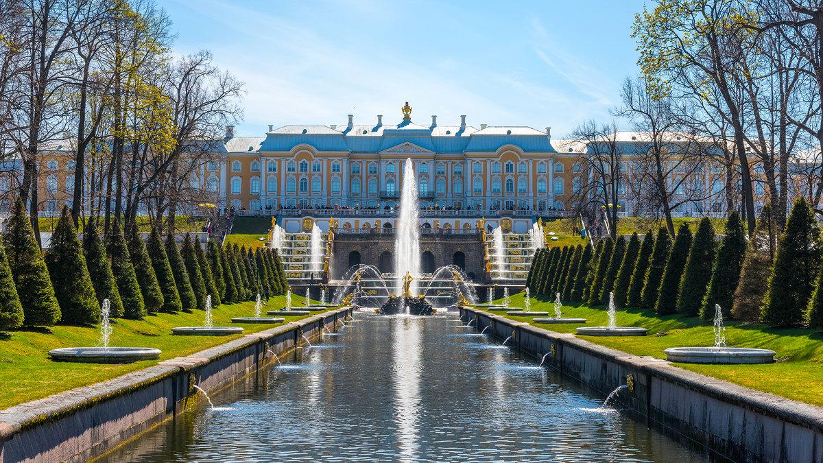 Аллея фонтанов в Петергофе