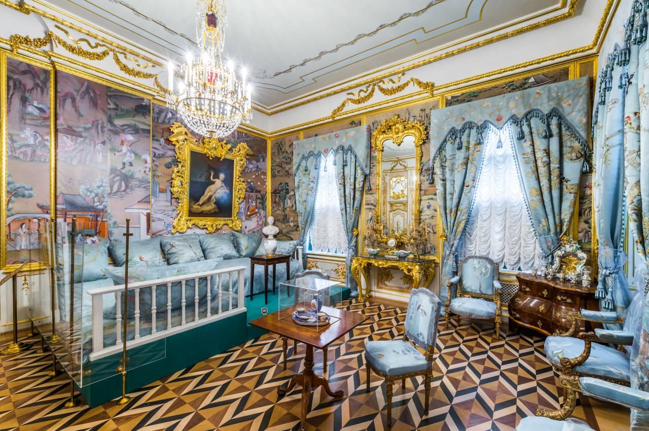 Диванная Большого петергофского дворца