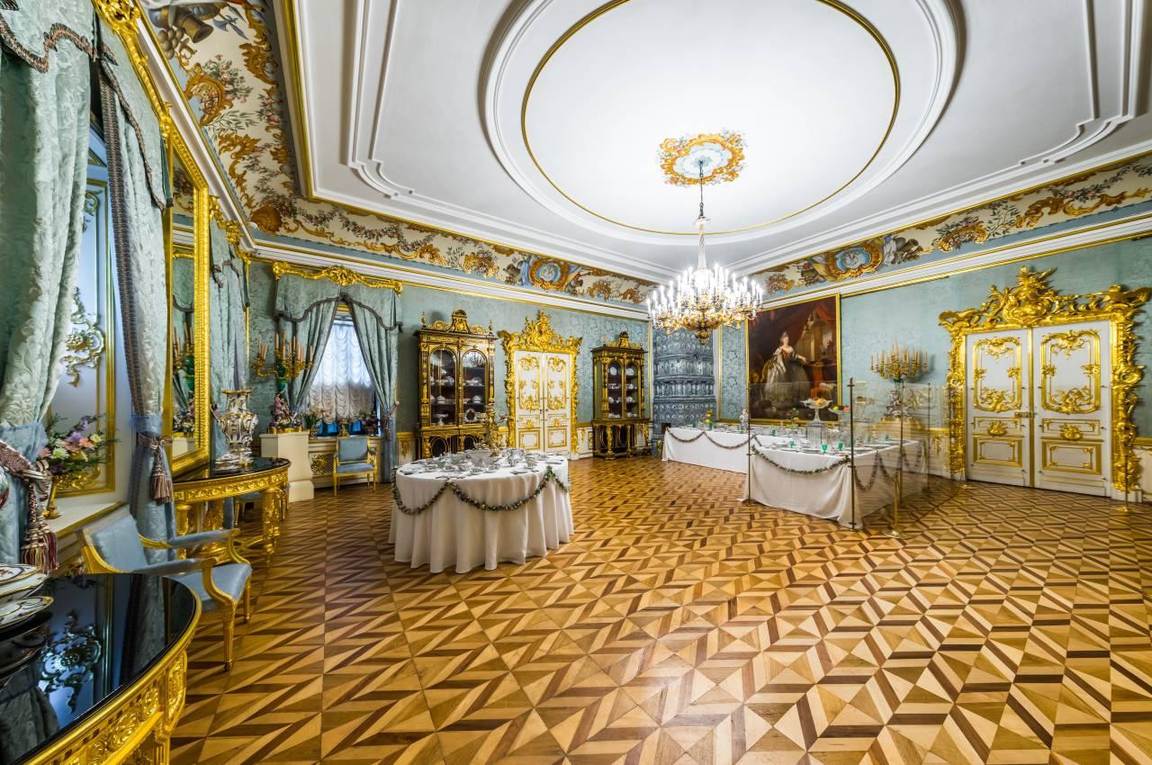 Большая голубая гостиная в большом петергофском дворце