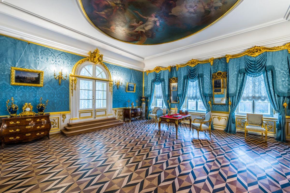 Голубая приёмная в Большом дворце Петергофа