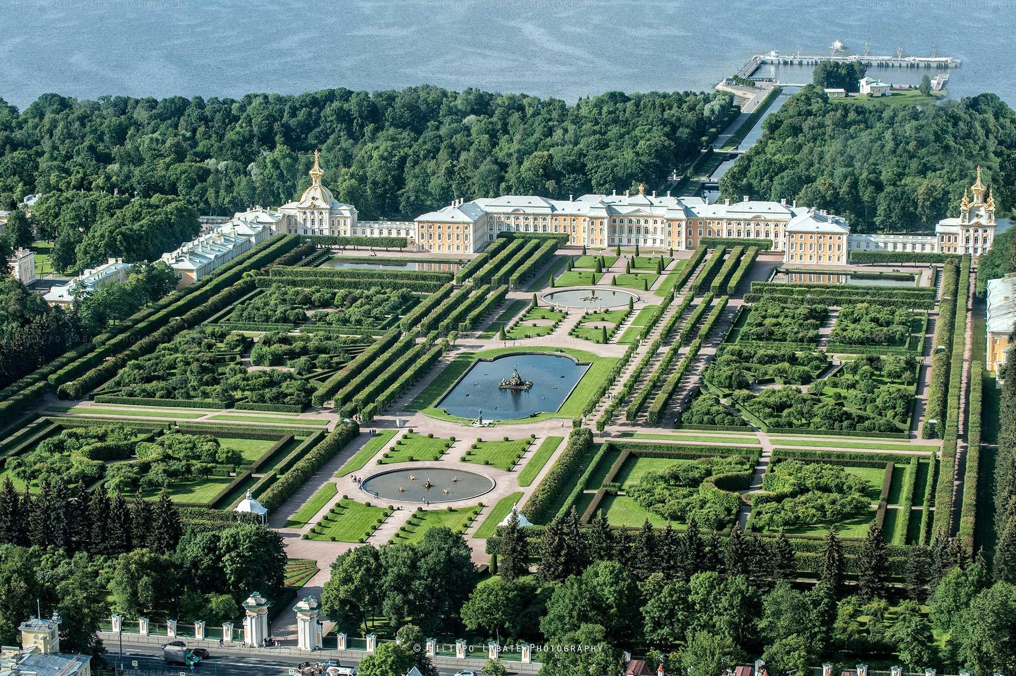 Большой петергофский дворец с высоты птичьего полета