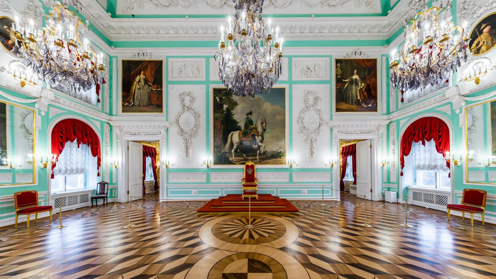 Тронный зал в Большом петергофском дворце