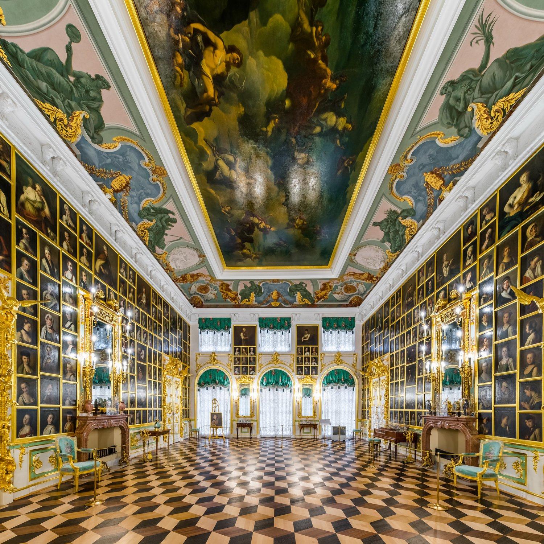 Картинный зал Большого дворца в Петергофе