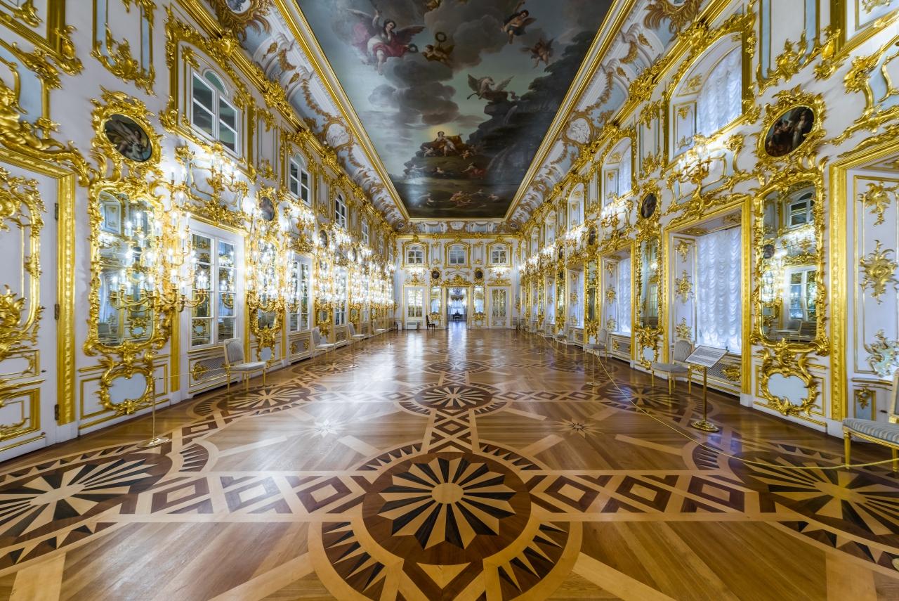 Танцевальный (купеческий) зал Большого петергофского дворца