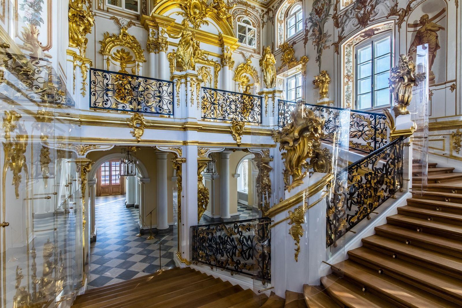 Парадная лестница Большого дворца в Петергофе