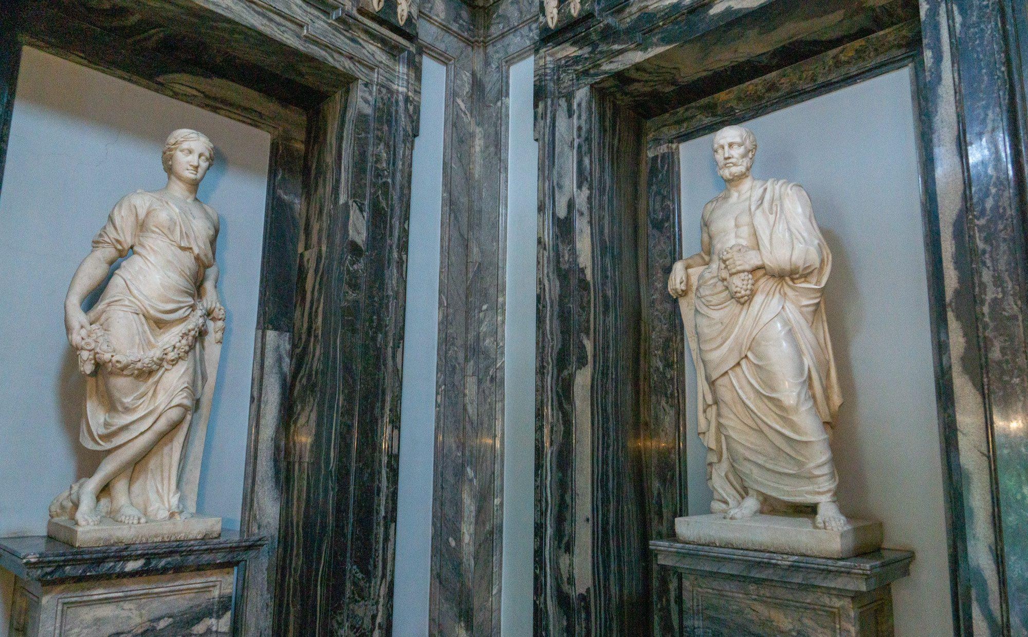 Скульптура весеннего и осеннего равноденствия в Мраморном дворце