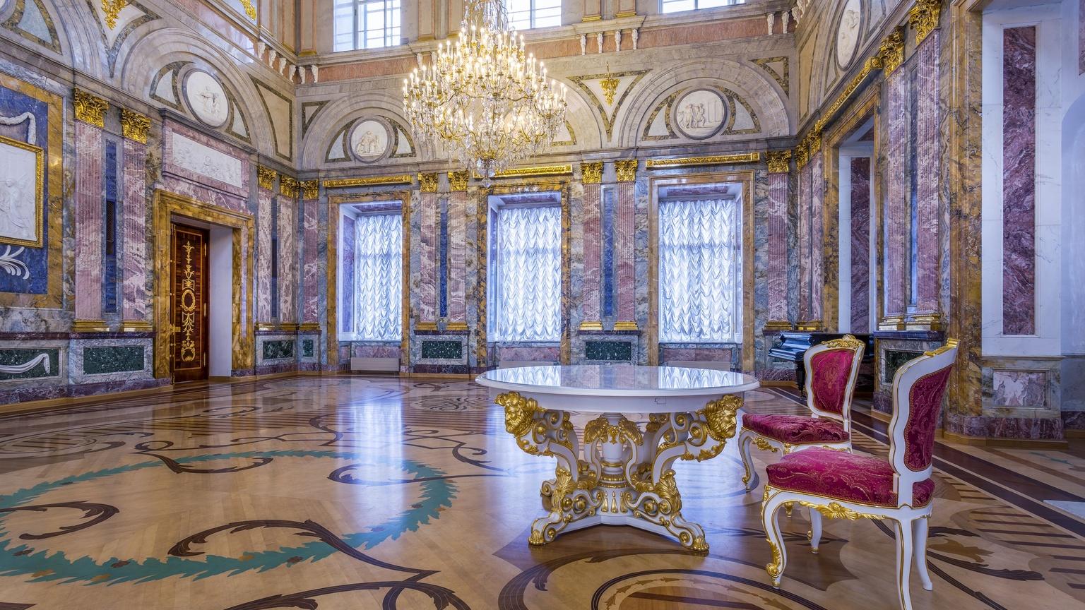 Мраморный зал в Мраморном дворце Санкт-Петербурга