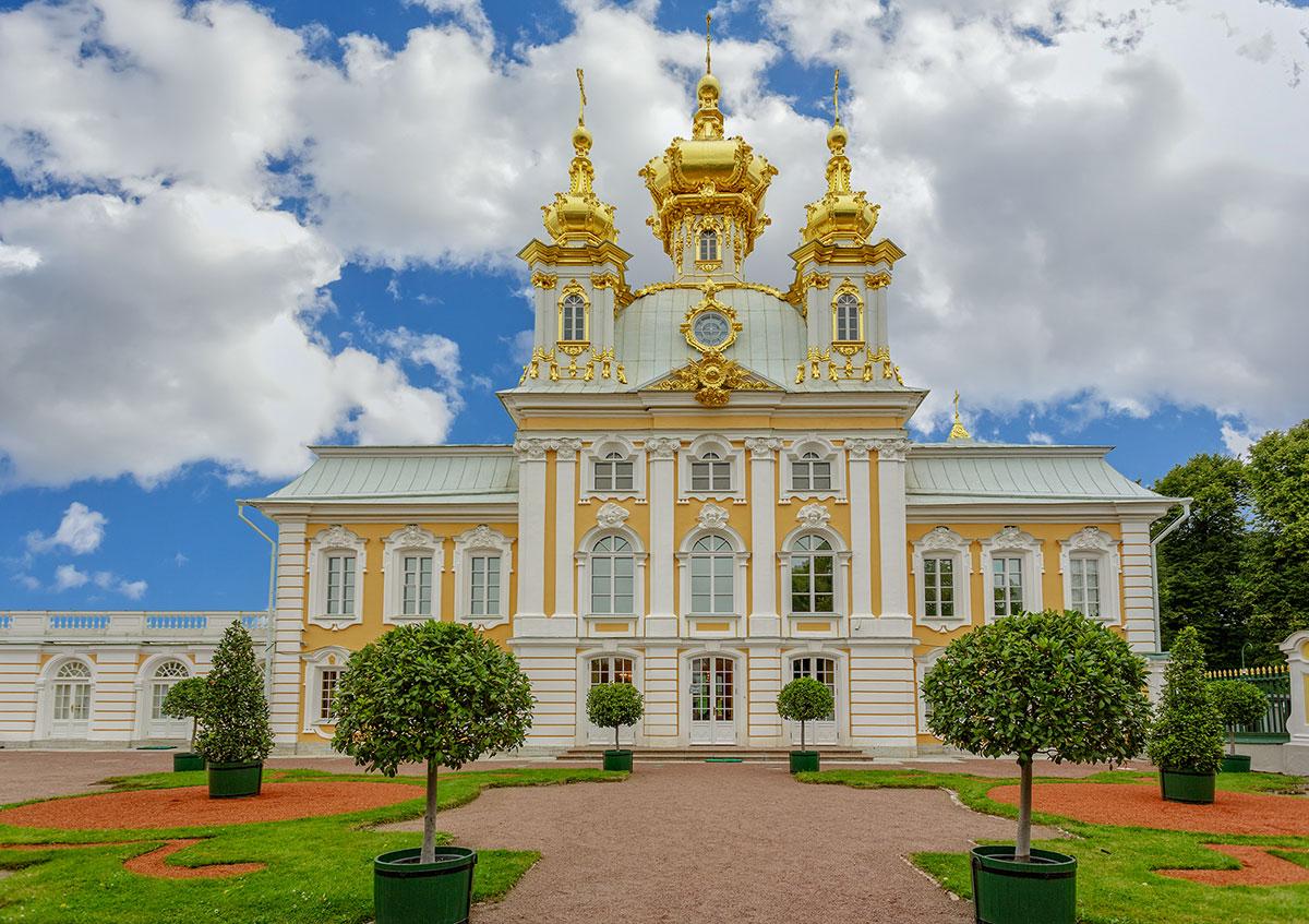 Церковный корпус Большого петергофского дврца