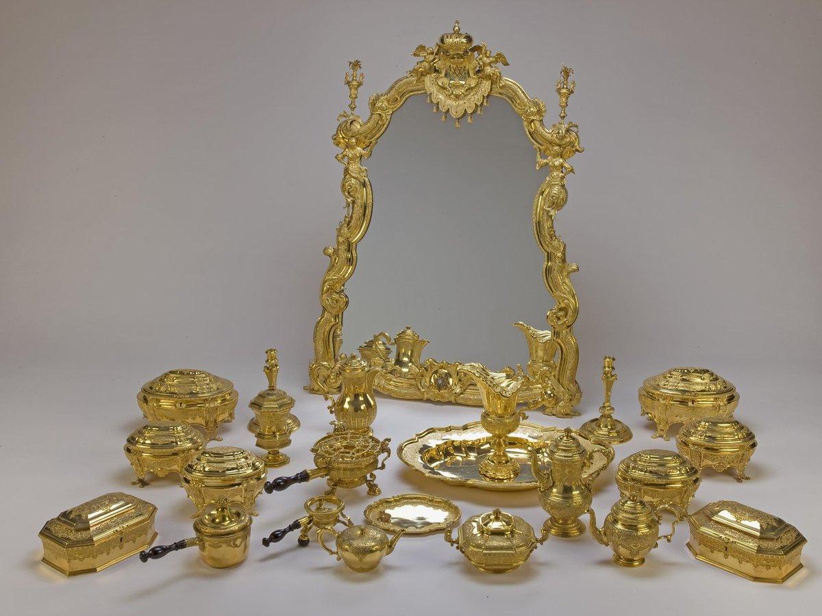 Туалетный набор императрицы Анны Иоанновны в Бриллиантовой кладовой Эрмитажа