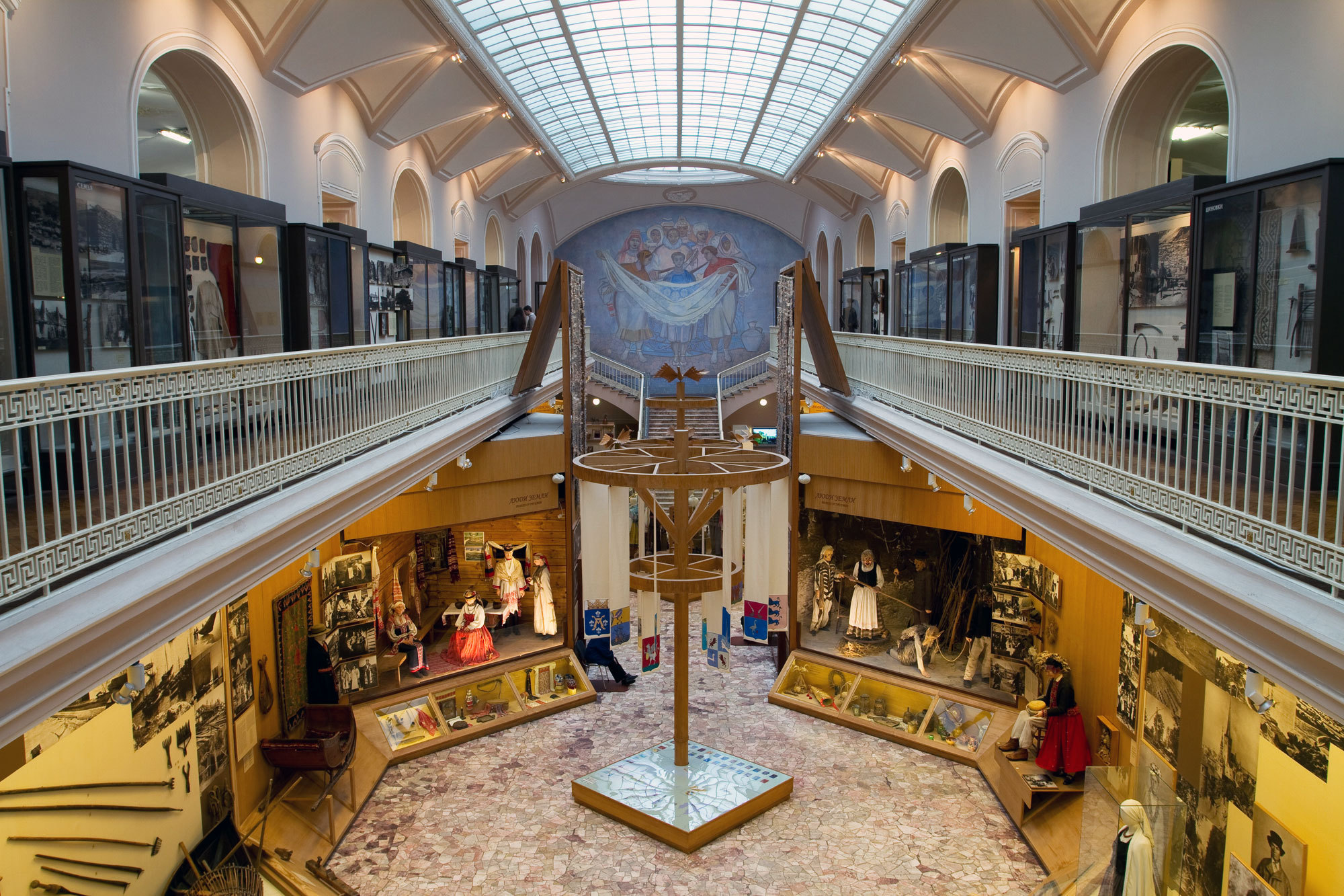 Экспонаты этнографического музея в Санкт-Петербурге