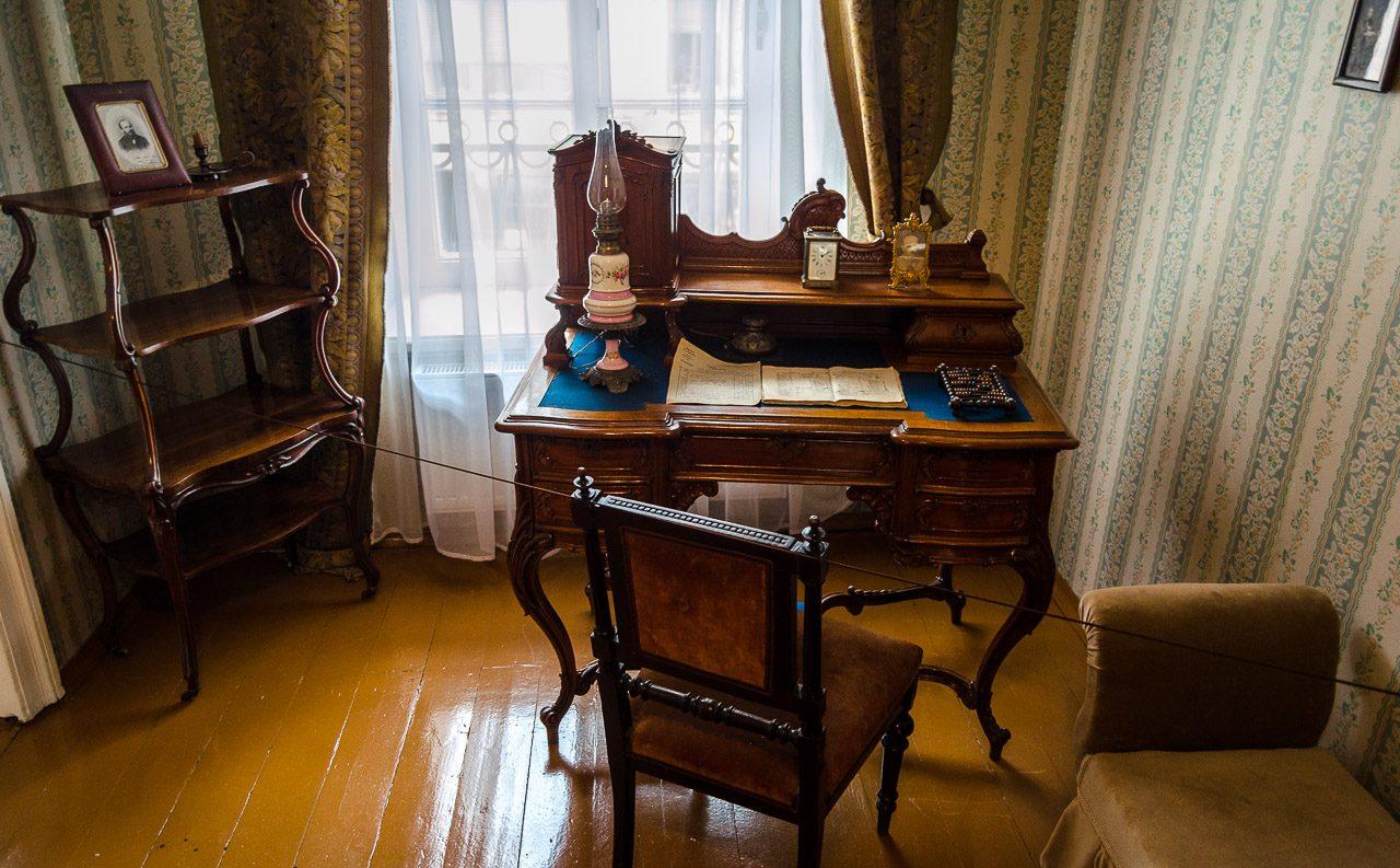 Комната Анны Григорьевны в музее Достоевского в Санкт-Петербурге