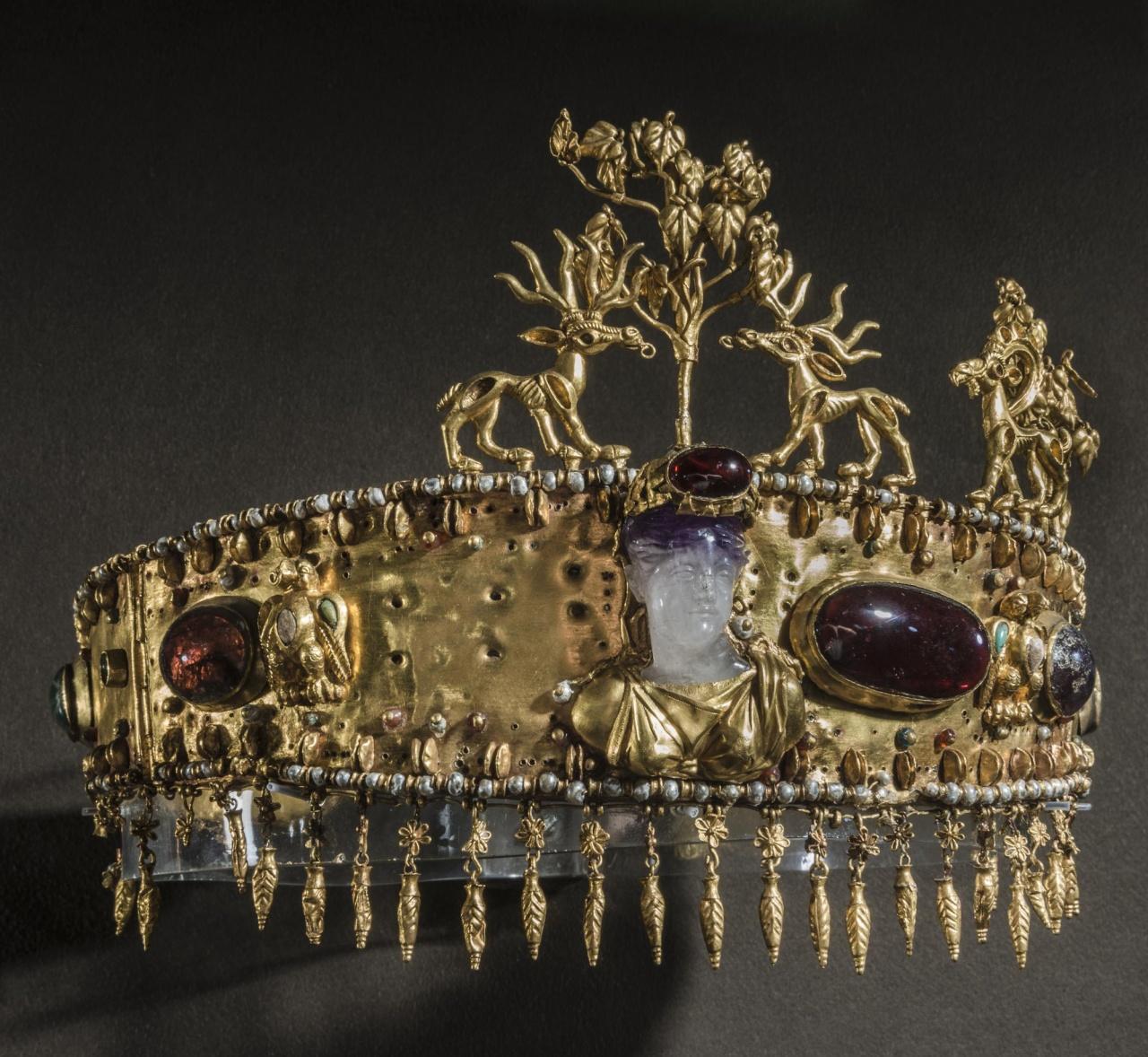 Диадема сарматской царицы в Золотой кладовой Эрмитажа