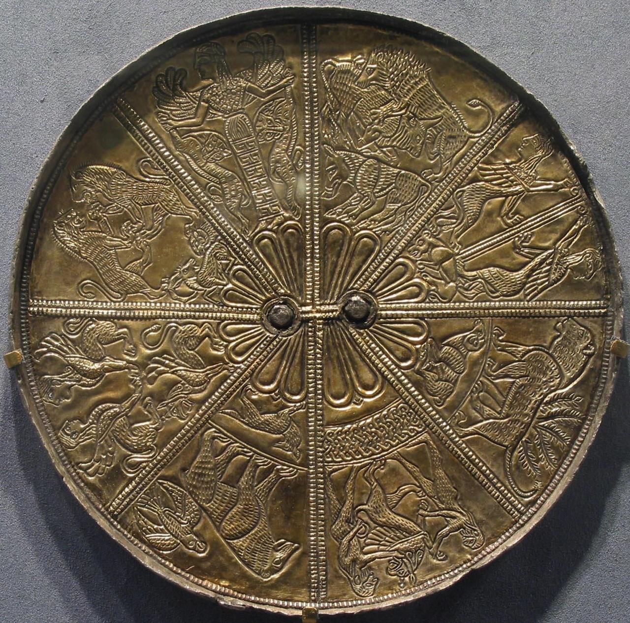 Зеркало из Келермесского кургана в Золотой кладовой Эрмитажа
