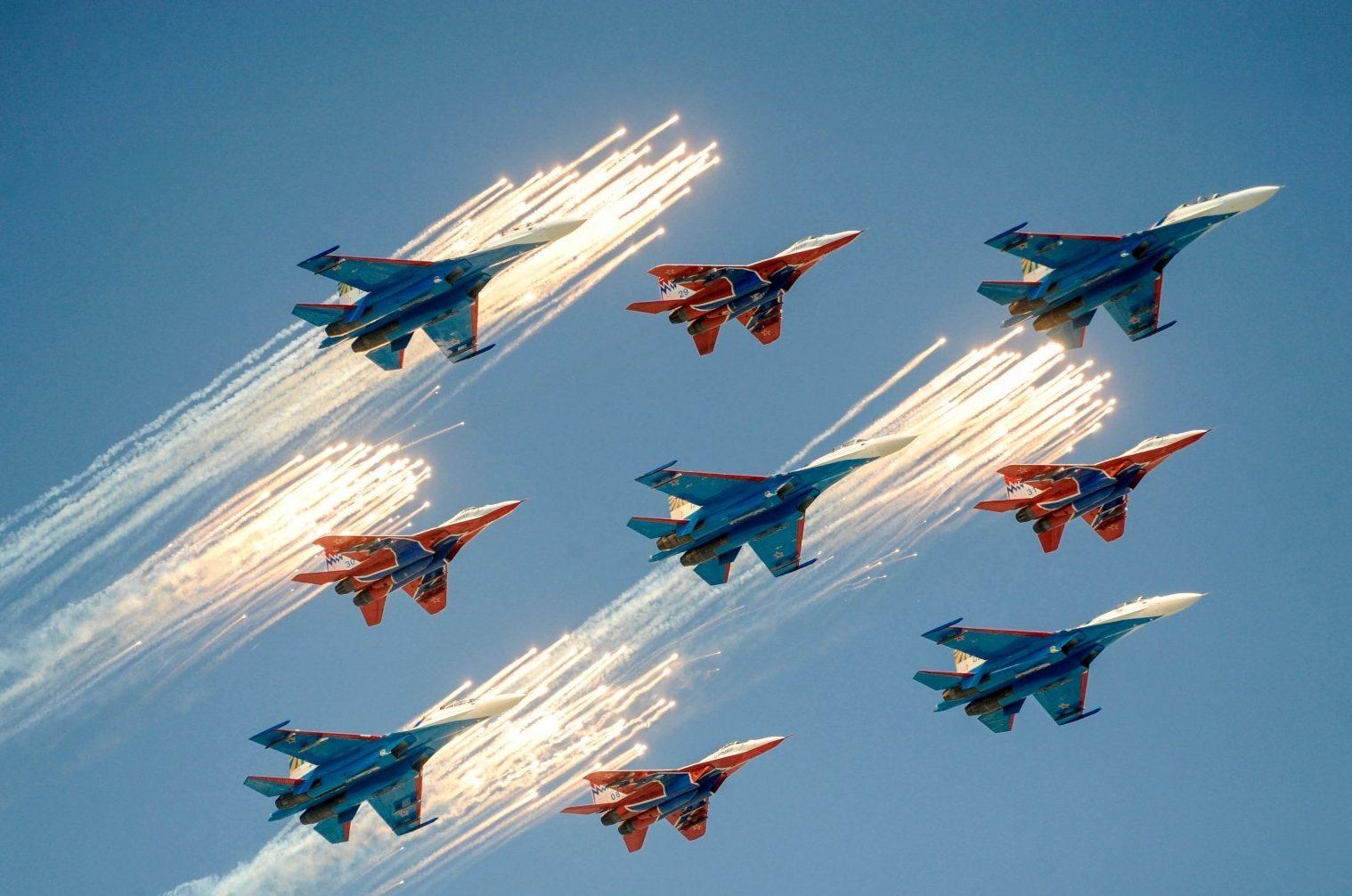 Авиашоу на день ВМФ в Санкт-Петербурге