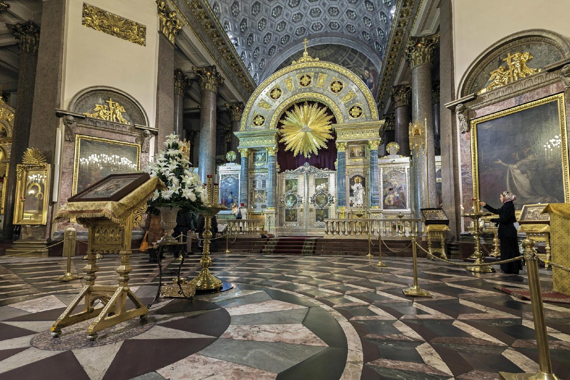 Внутреннее убранство Казанского собора в Петербурге