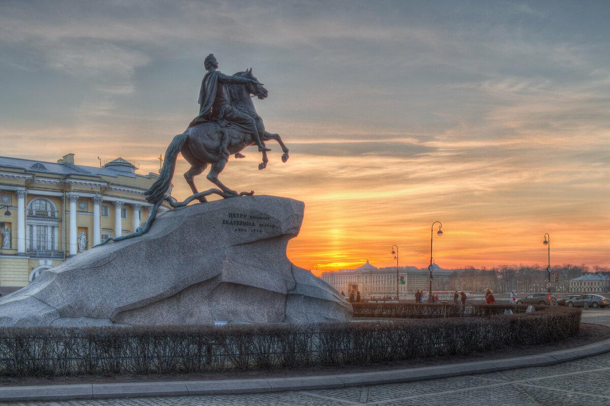Медный всадник на закате в Санкт-Петербурге