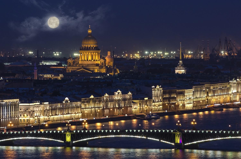 Сияние ночного Петербурга