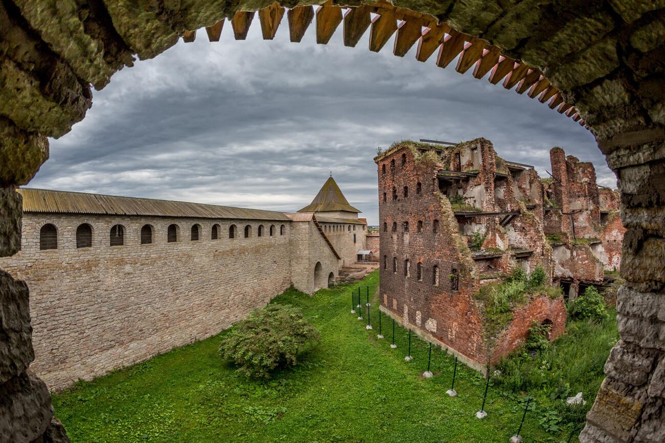 Водная экскурсия в крепость Орешек