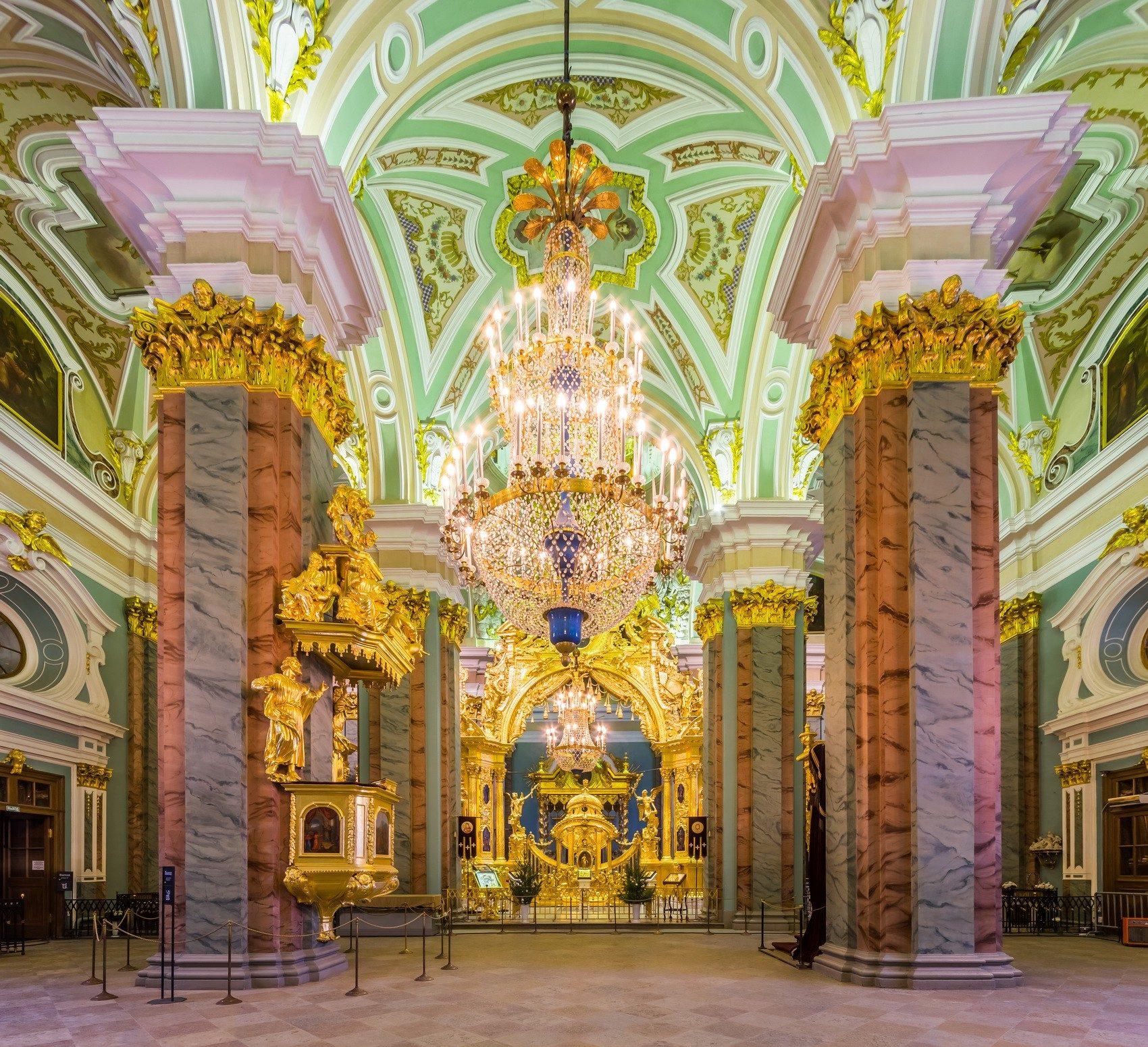 Интерьтер Петропавловского собора