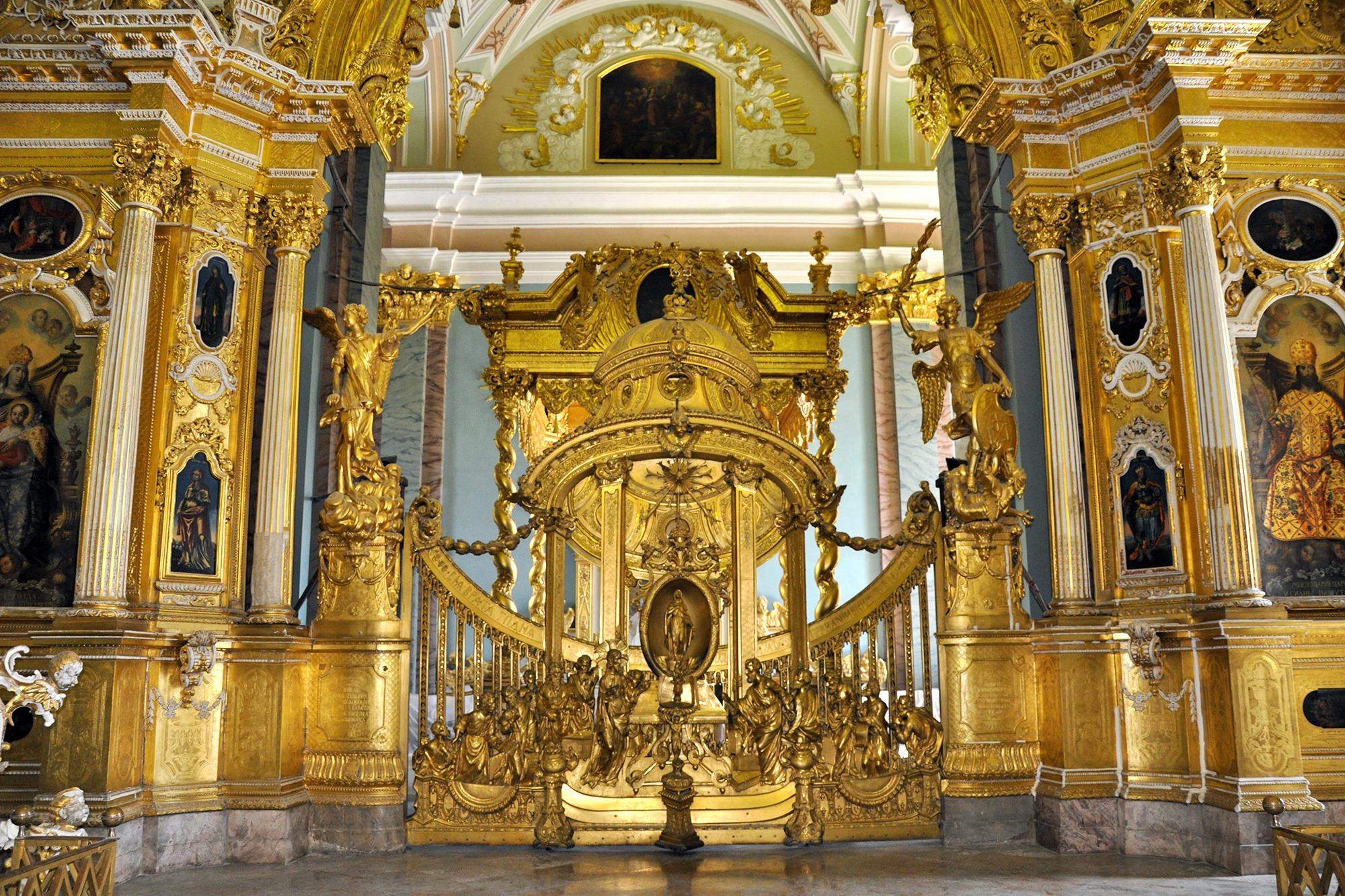 Царские врата иконостаса Петропавловского собора